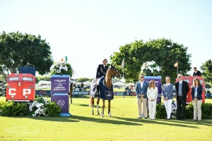Darragh Kenny joins the presentation party of (left to right) Keith Creel and Ginger Creel of Canadian Pacific, Joan and Lou Jacobs of the Palm Beach Masters Series®, and FEI Foreign Judge Malu Arrambide.