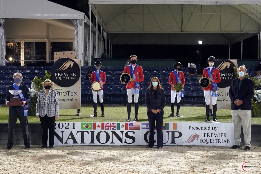 he winning Nations Cup U.S. team of Bliss Heers, Brian Moggre, Jessica Springsteen, and Lillie Keenan were joined by Chef d'Equipe Robert Ridland, Sandy Quinlan, Heidi Zorn, President of Premier Equestrian, and Mark Neihart, CEO of Premier Equestrian. © Sportfot